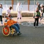 Schulhof Rollstuhl 003
