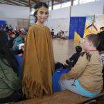 Eine wunderschöne Indianderin sucht noch nach einem Platz.