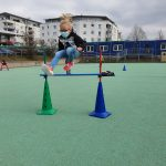 Bild 8: Springen über Parcourstangen